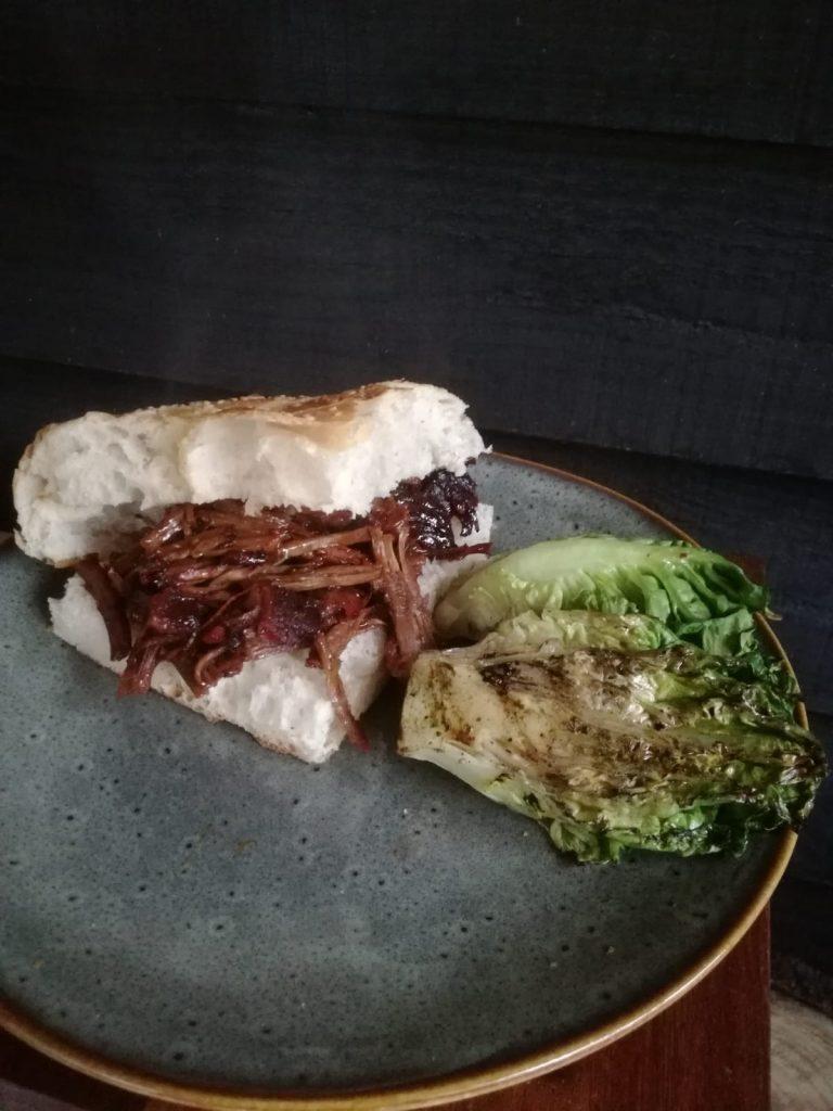 Broodje 'pulled beef' van shortribs